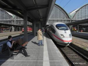 Rychlovlak ICE 3 na hlavním nádraží ve Frankfurtu nad Mohanem