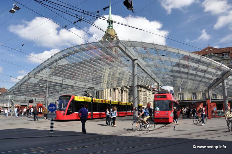 Terminál MHD na nádraží v Bernu, švýcarsko
