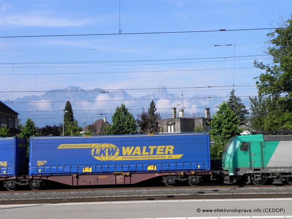 dopravy ve stanici Thun, Švýcarsko. Ilustrační foto