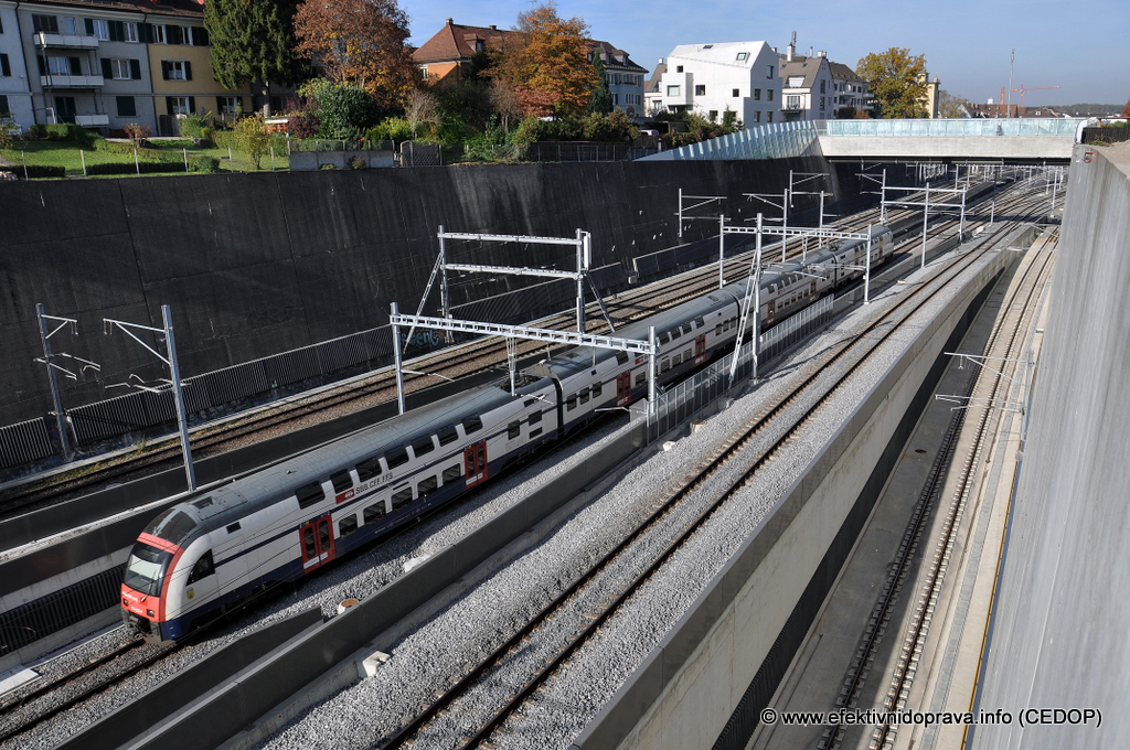 Zürich, Oerlikon, Švýcarsko. Tři dvojkolejné tratě do hlavního nádraží. Ilustrační foto